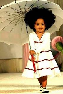 Gratis gambar bayi perempuan cantik lucu pakai payung