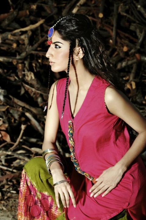 Yasmin Zaman Formal Fashion Wear www.fashion-beautyzone.blogspot.com