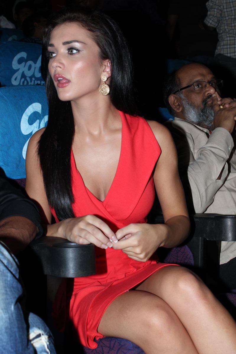 Indian saree upskirt no panty - 1 7