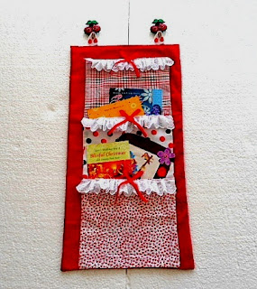 Easy Homemade Gift Idea #10: Christmas card wall organizer