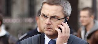 Christian Flaesch, directeur de la PJ parisienne, aurait averti Brice Hortefeux qu'il allait être auditionné par un juge.