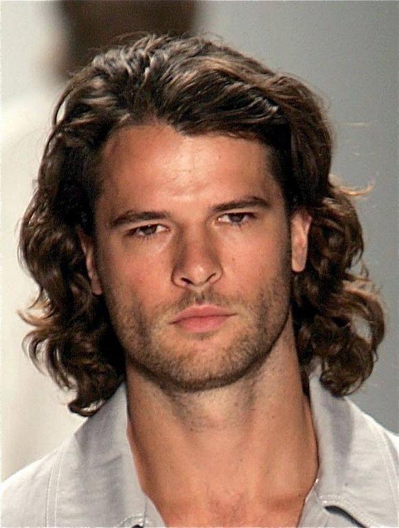 pelo largo hombre cortes y peinados