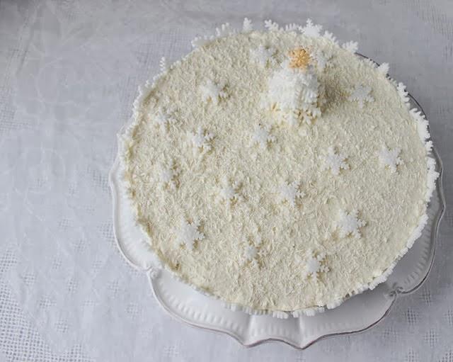 http://angellovescooking.blogspot.nl/2013/12/raffaello-cake.html