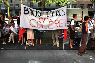 Débrayage des bibliothécaires devant Uni-Mail ( 24 mai 2011) Crédit photo: Olivier Vogelsang