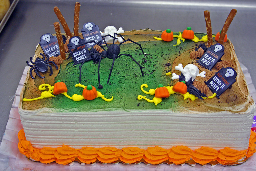 The Scrappiest Halloween Cake Decorating