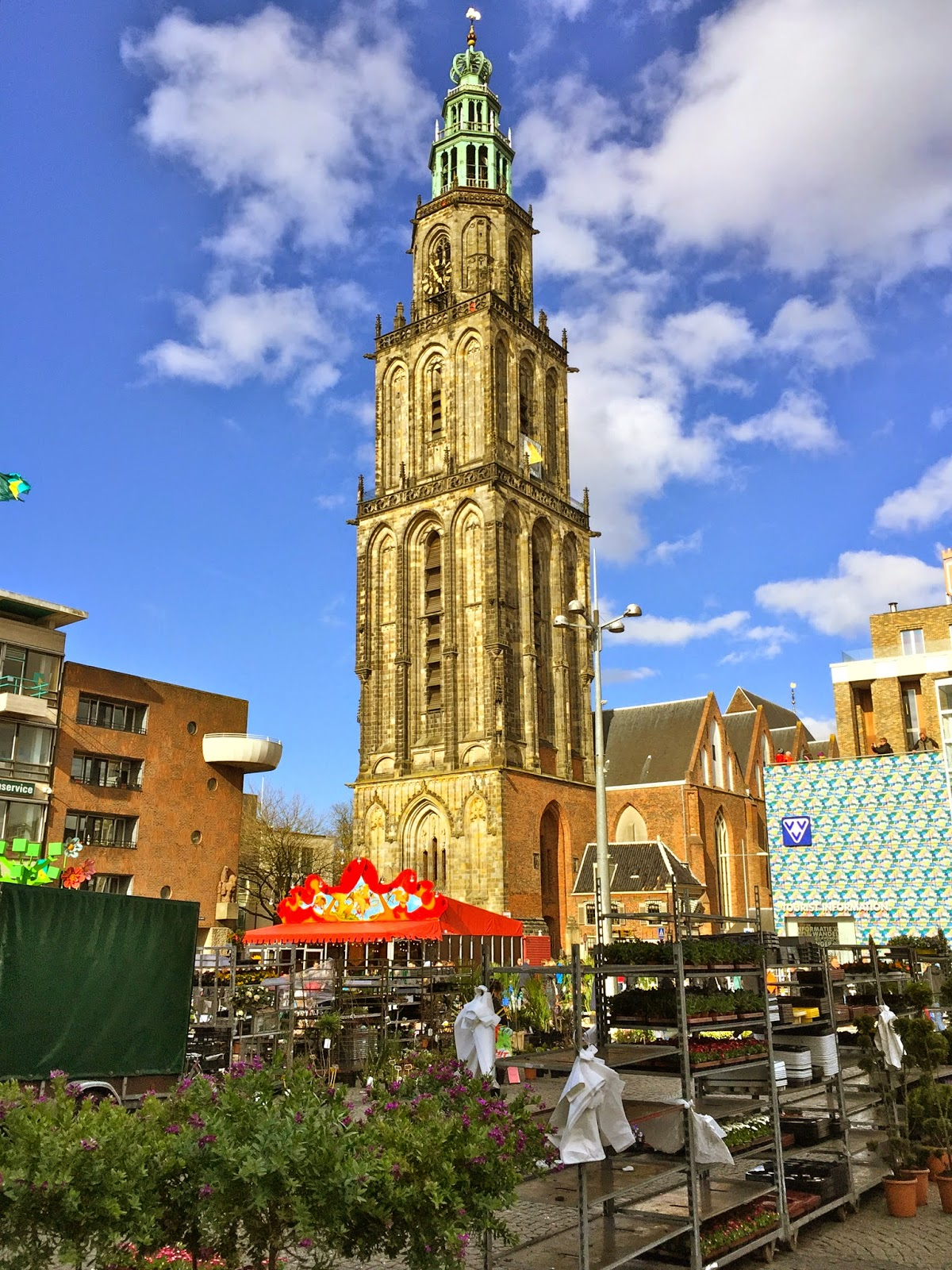 Picture of the Martini Tower and the flower market in Groningen.