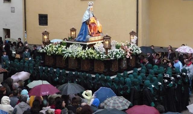 Paso de la Virgen del Camino. Pujado únicamente por mujeres. Cofradía María del Dulce Nombre. Foto G. Márquez