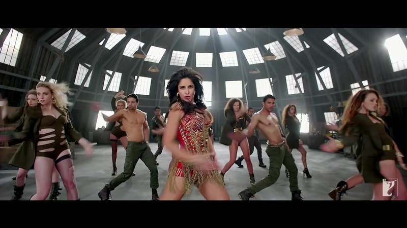 Katrina Kaif sexy thighs in dhoom 3 song