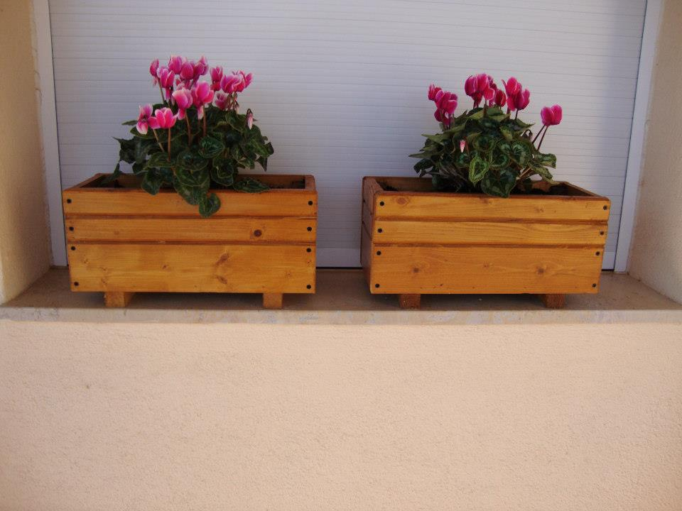 Mini jardineras preciosas for Jardinera de madera vertical