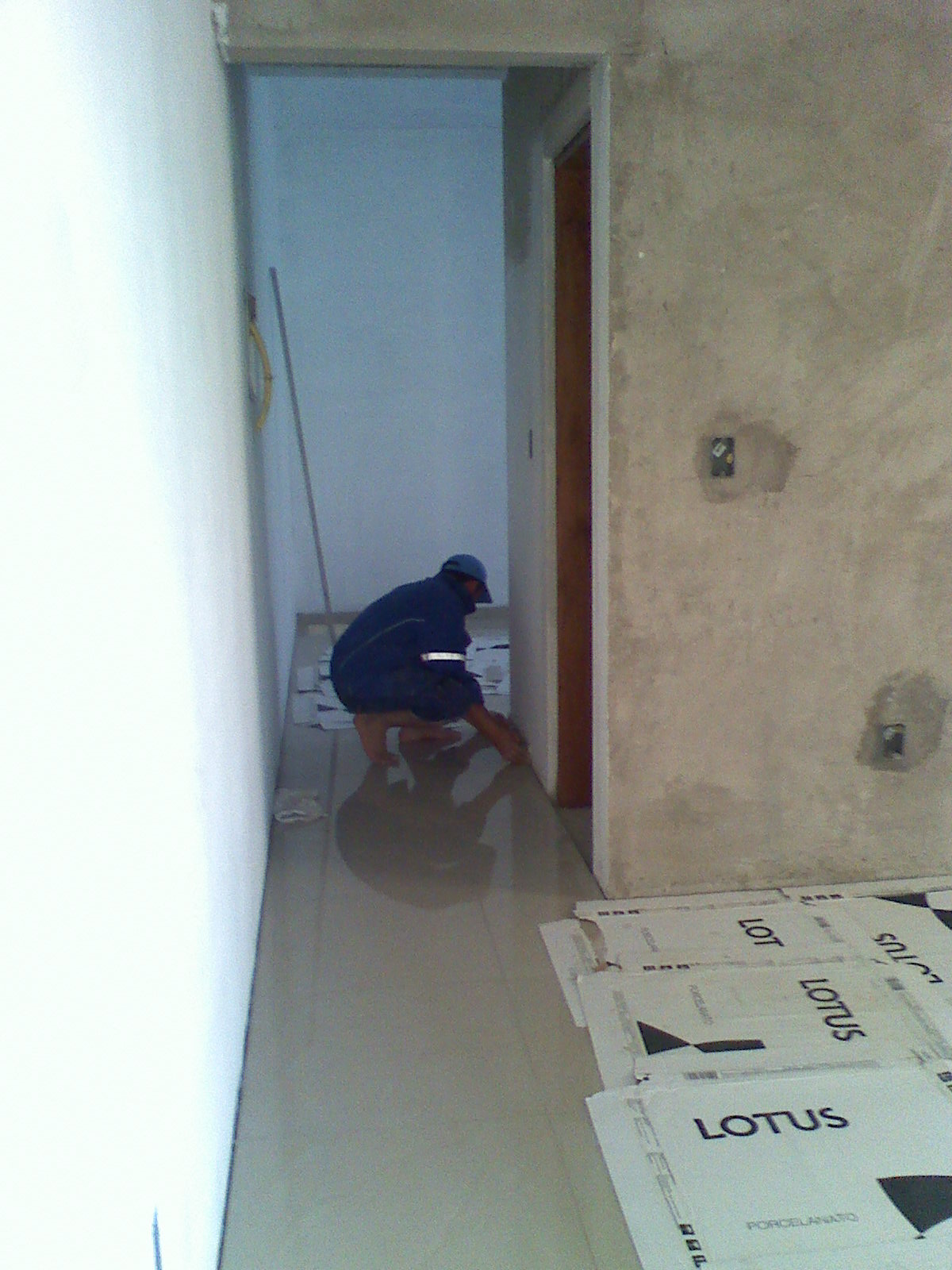 para limpar tudo e improvisei uma proteção para o meu porcelanato #45867B 1200 1600