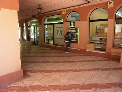 Centro comercial rosa luxemburgo aravaca sucursal bankia for Bankia horario oficina