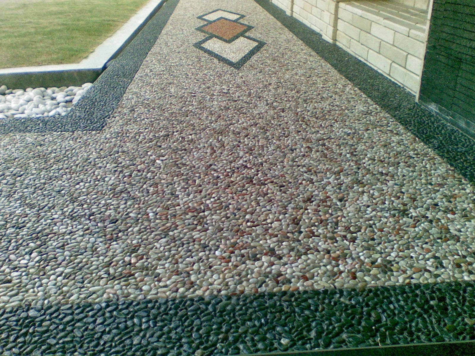 http://tukangtamanqu.blogspot.com/2014/12/pembuatan-taman-carpot-batu-sikat-koral.html