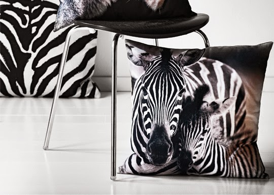 Kuddar med zebramotiv och ränder hos Mio | www.var-dags-rum.se