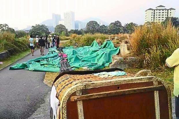 Viral Belon udara panas mendarat di kawasan perkuburan
