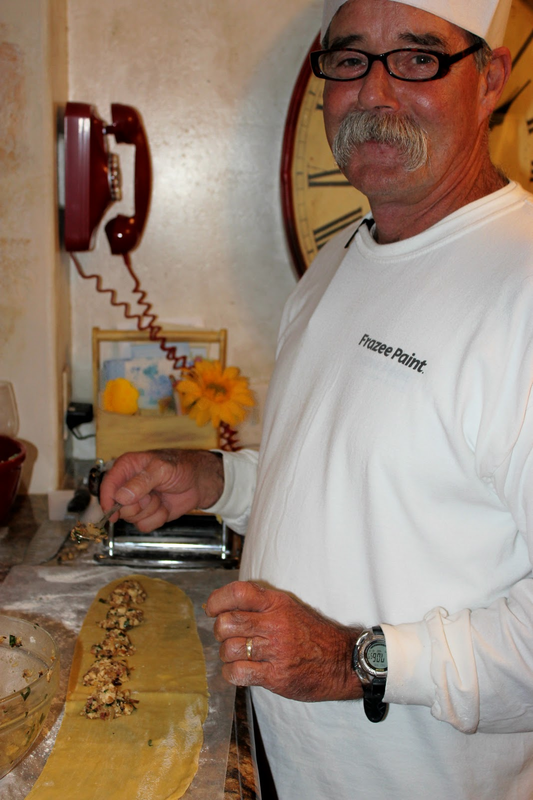 http://2.bp.blogspot.com/-Rgkz0M27ifs/Tsh3t0wsbaI/AAAAAAAAAfU/_7bP72YTksI/s1600/Tony+making+Chicken+Ravioli.jpg