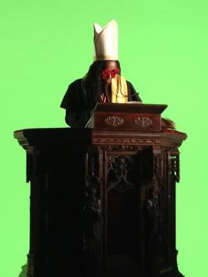 fotos de lil wayne vestido como el papa grabando un video con madonna