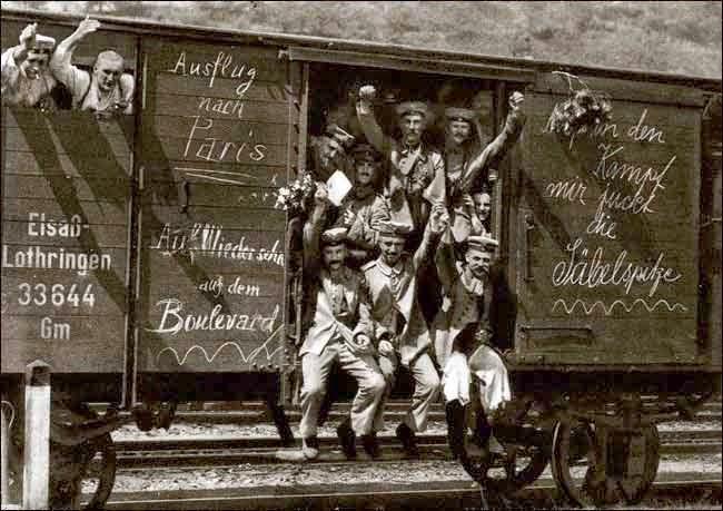 Soldados alemanes en dirección al frente al inicio de la I Guerra Mundial (1914)