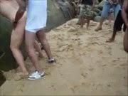Amadora dando pra vários caras na praia