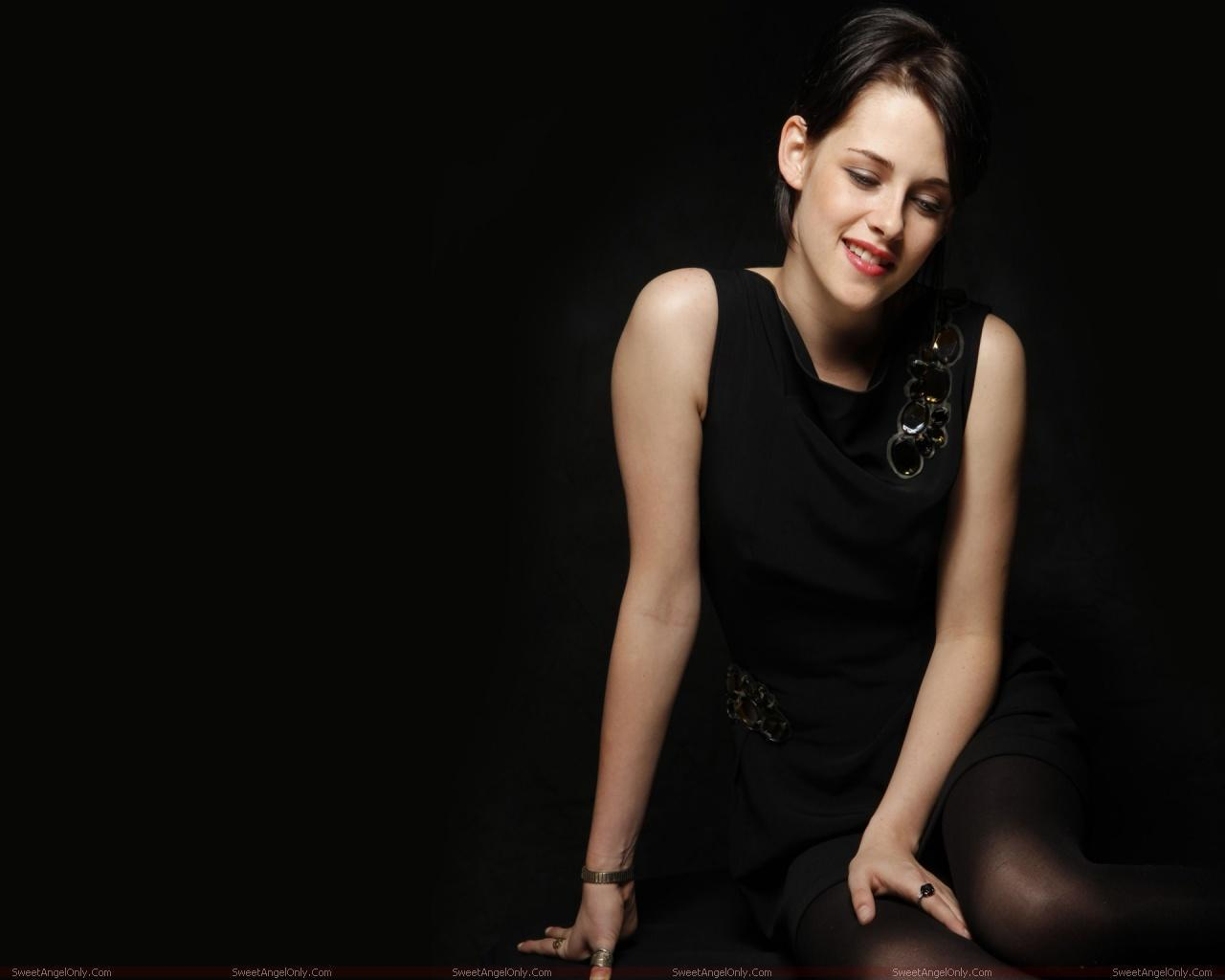 http://2.bp.blogspot.com/-Rh5h2JTyhc0/TX4SxrFrQ2I/AAAAAAAAFjk/2v6REPBaHQI/s1600/kristen_stewart_hollywood_hot_actress_wallpaper_sweetangelonly_05.jpg