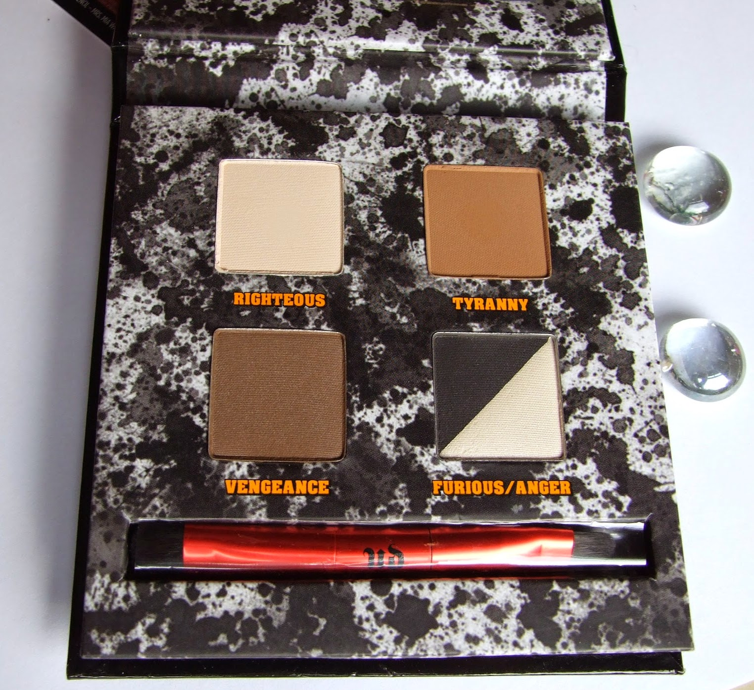 Urban decay pulp fiction Eye-shadow palette collection swatches review