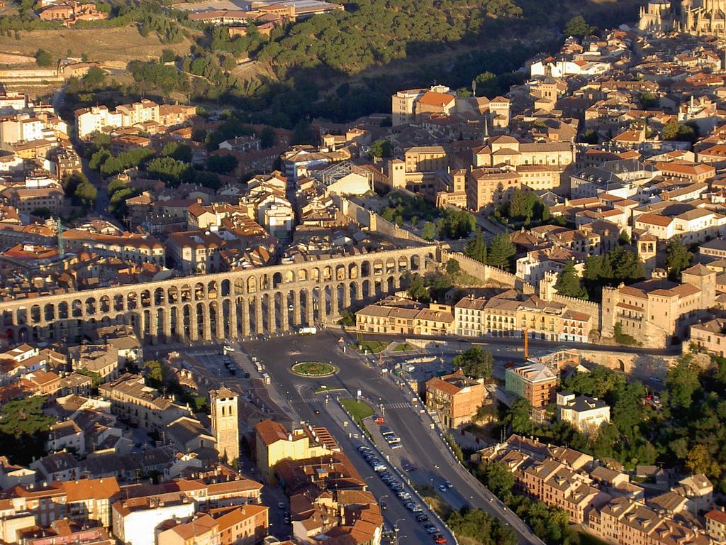 Segovia Spain  City pictures : Los acueductos eranconstrucciones para llevar el agua desde un ...