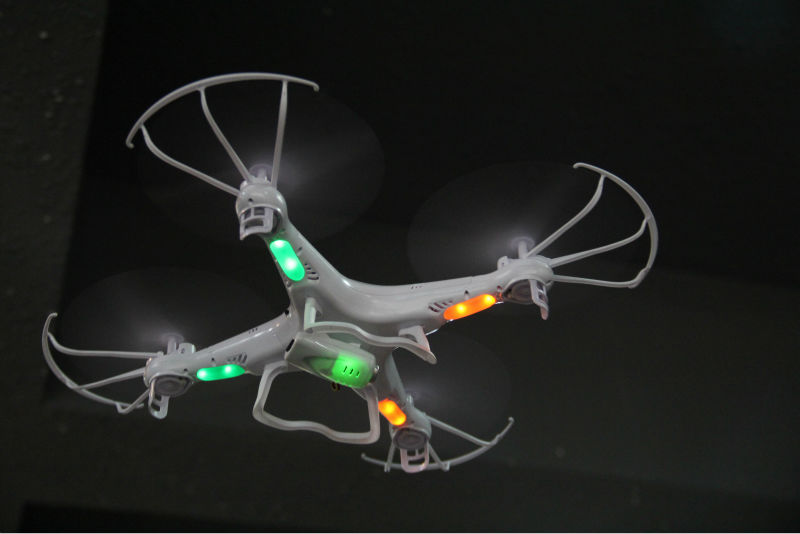 menggunakan jenis drone syma X5C