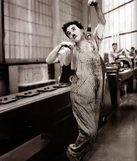 """Fotograma de la película """"Tiempos Modernos"""" (Charles Chaplin, 1936)"""