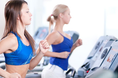 How to Get a Flat Stomach Using a Treadmill