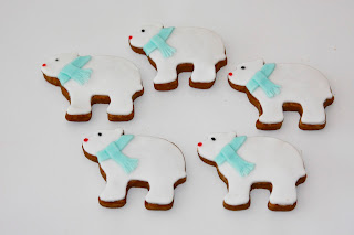 5 polar bear biscuits with blue scarves