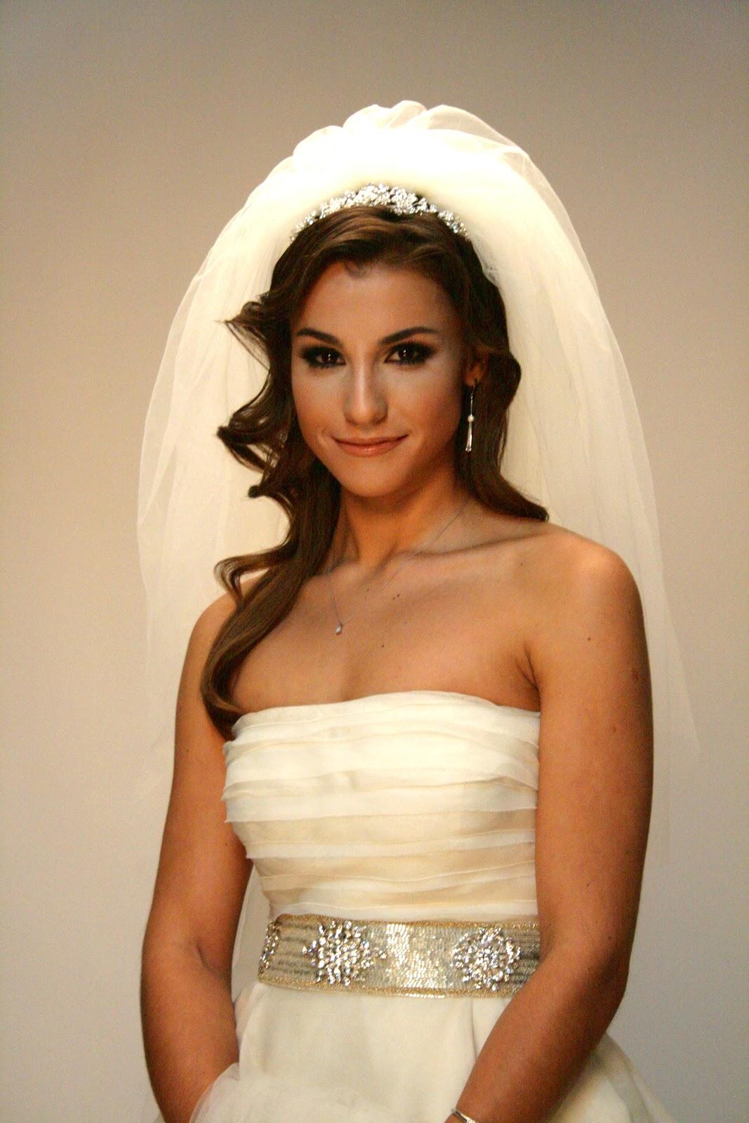 Снизу вид невесты 8 фотография