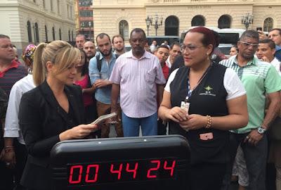"""Eliana nas ruas de São Paulo no quadro """" Você tem um minuto""""  Crédito: Divulgação/SBT"""