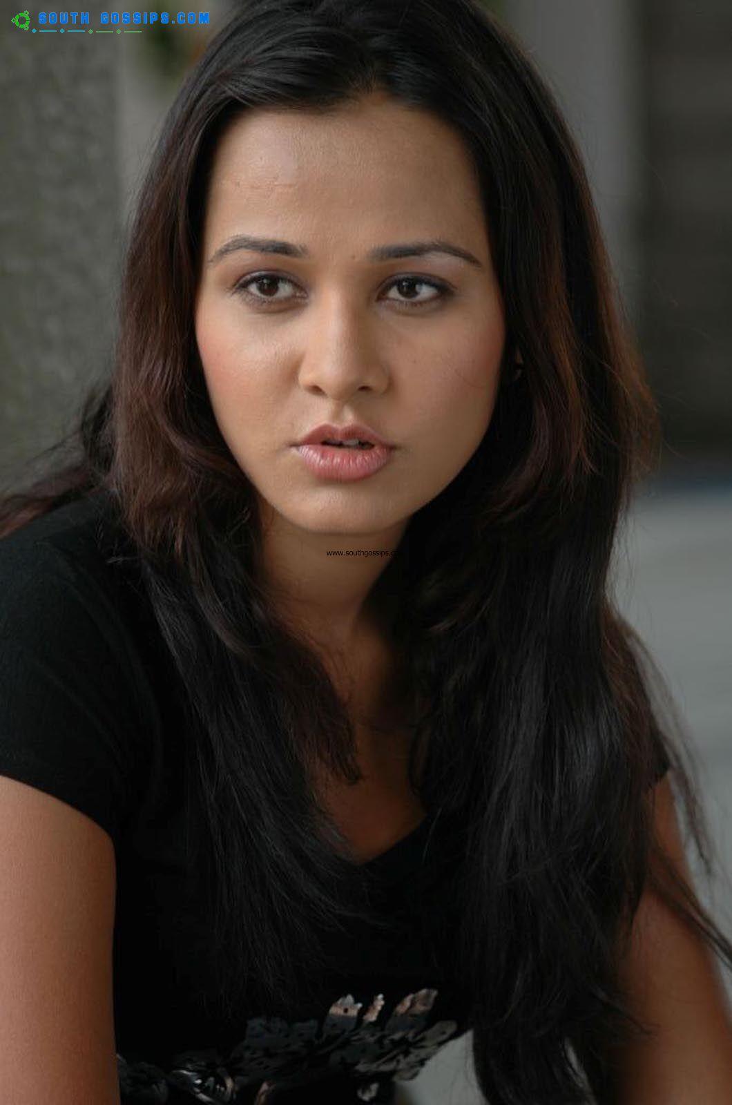 Nisha Kothari Sexy Pictures
