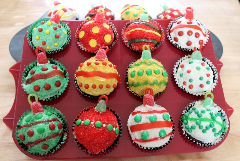 christmas ornament cupcakes - Christmas Cupcake Decorations