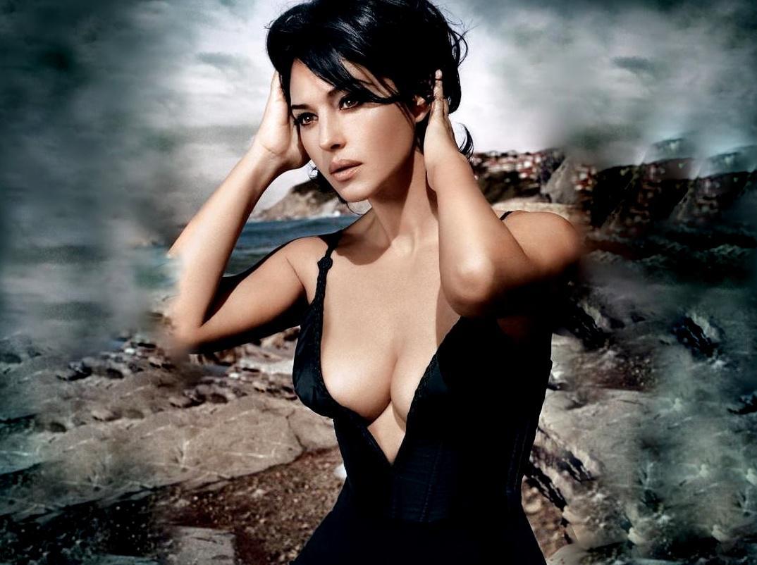Monica Bellucci Hot Body