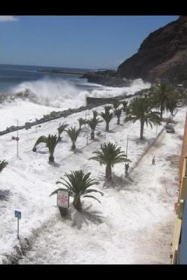 Olas invadiendo el paseo marítimo de San Andrés, Tenerife