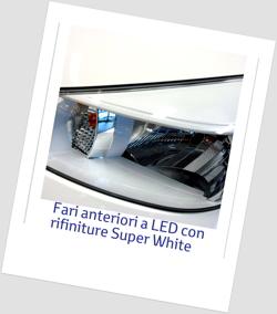 Yaris Trend gruppi ottici anteriori a LED e rifiniture Super White