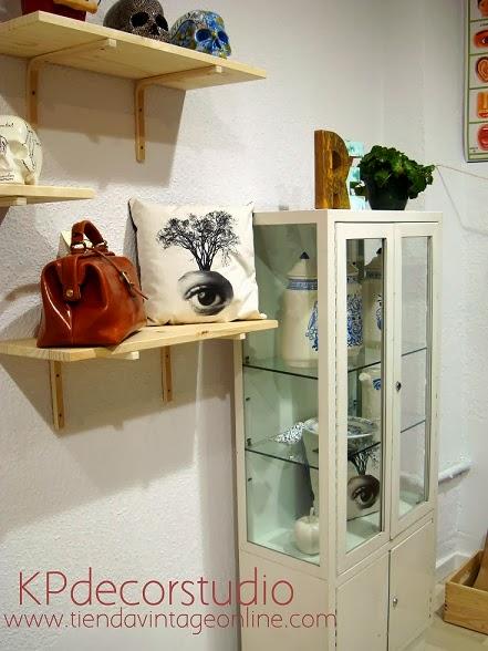comprar muebles vitrina antigua para decorar negocio