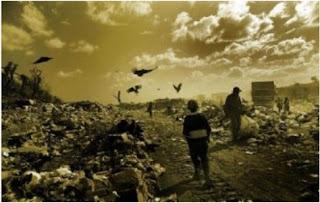 Dichas sustancias son transferidas a los animales al alimentarse con las plantas contaminadas. Por otra parte, las técnicas de monocultivo empobrecen los nutrientes de la tierra y disminuyen la calidad nutritiva de los vegetales, lo que también causa la infertilidad del suelo. Corno ya vimos, la erosión del suelo provoca importantes alteraciones climáticas, por ejemplo inundaciones o sequías, reducción de la biodiversidad y el calentamiento global.