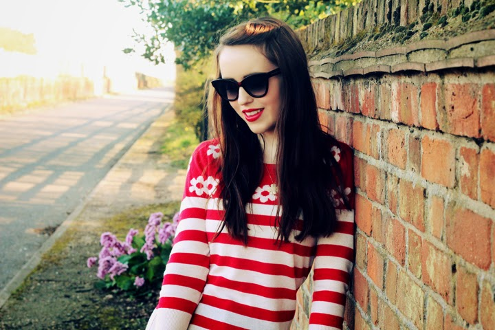UK fashion blogger red stripes sunglasses chic