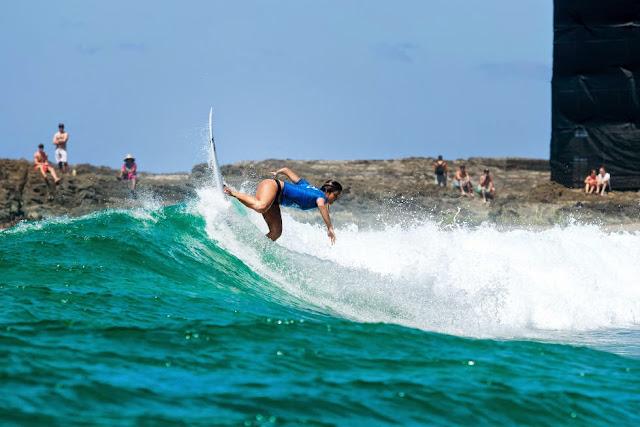 44 Roxy Pro Gold Coast 2015 Alessa Quizon Foto WSL Kelly Cestari