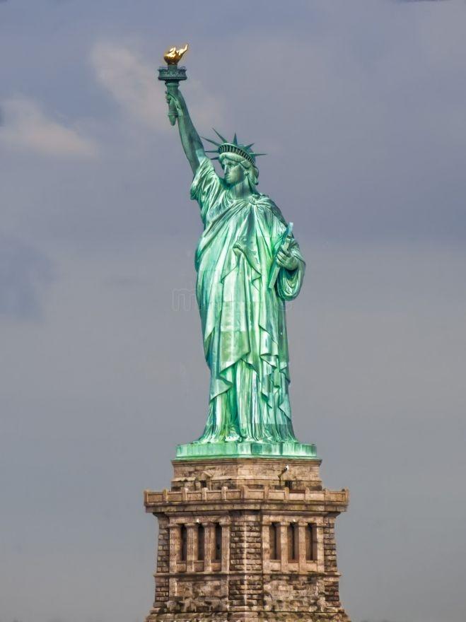El cuadrado de confianza la estatua de la libertad for Interior estatua de la libertad
