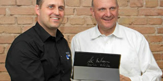 Surface dengan Tanda Tangan CEO Microsoft Dilelang