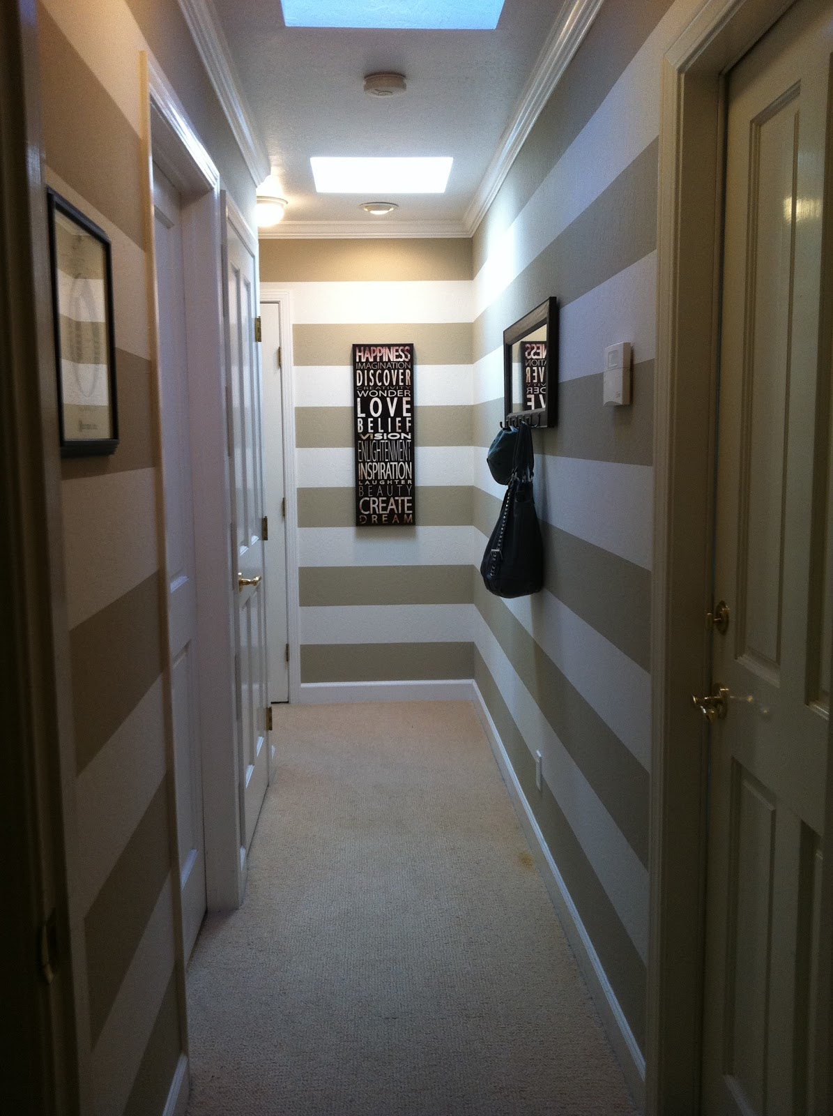 Elegant nest hallway before after - Como decorar un pasillo ...