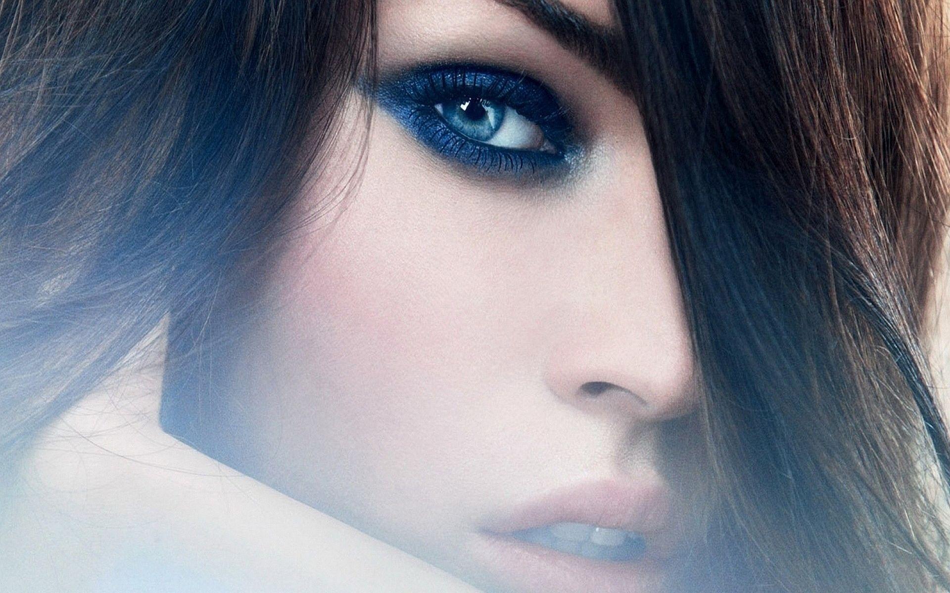http://2.bp.blogspot.com/-RjNZL9-eV3E/ULBpB9nA5BI/AAAAAAAANik/FgTKOV3eUm8/s1920/megan-fox-blue-eyes-wallpaper.jpg