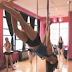 Aθλήτρια του pole dancing κάνει θραύση στο Youtube: Περπατά στον αέρα, κάθετα στο έδαφος, στηριζόμενη στο στύλο [βίντεο]