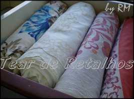 Toalhas de mesa guardadas dobradas na gaveta