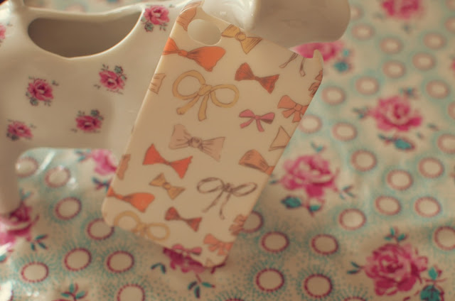 bow-phone-case