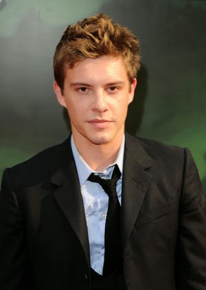 4  186   Parker Hayes as Jeremy Irvine y o Ben Lamb Xavier Samuel Black Hair
