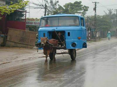 Une cabine de camion motorisée par une vache