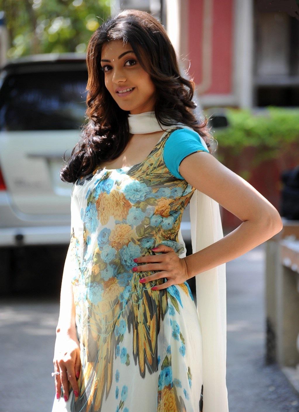 Indian Movie Actress: kajal agarwal hot navel show in